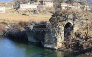 Το γεφύρι στο παλιό χάνι και δίπλα ακριβώς το γεφύρι της Κυράς